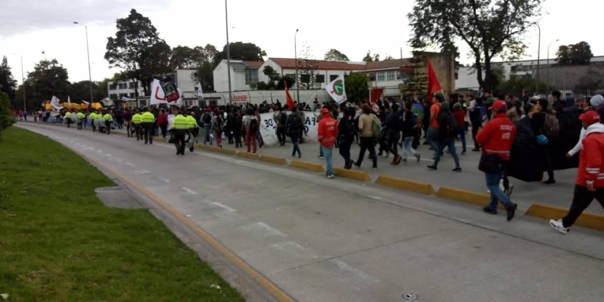 Marcha con M de Muchos trancones cerca de la Universidad Nacional