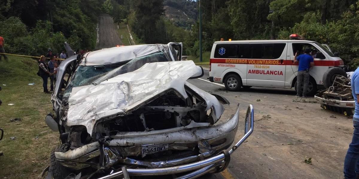 Dos fallecidos y diez heridos por accidente en ruta hacia Antigua Guatemala
