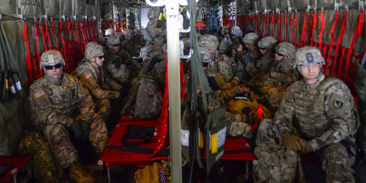 """Trump radicaliza a soldados en la frontera: autoriza usar """"fuerza letal"""" contra migrantes"""
