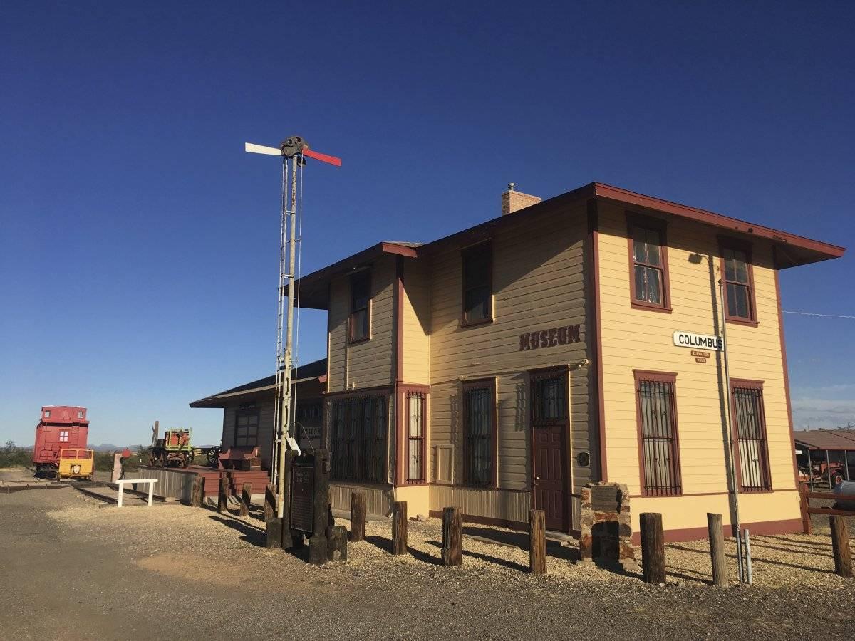 la histórica estación de ferrocarril en Columbus, Nuevo México, que una vez fue blanco del revolucionario mexicano Pancho Villa,
