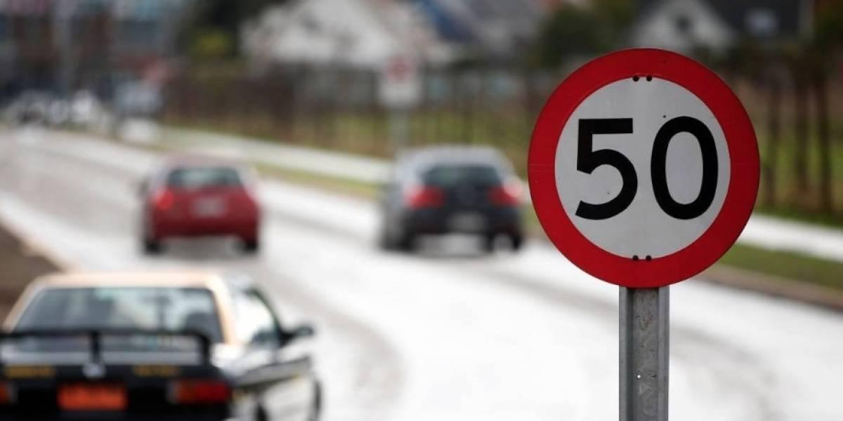 Iba pisteando como un campeón: joven de 18 años sacó por fin su licencia de conducir y en apenas 49 minutos se la quitaron por exceso de velocidad