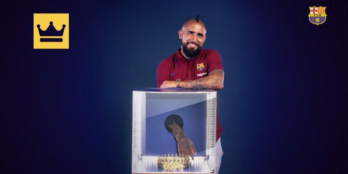 """El Rey, la Champions y unos fideos: Arturo Vidal se divirtió con la """"caja mágica"""" del Barça"""