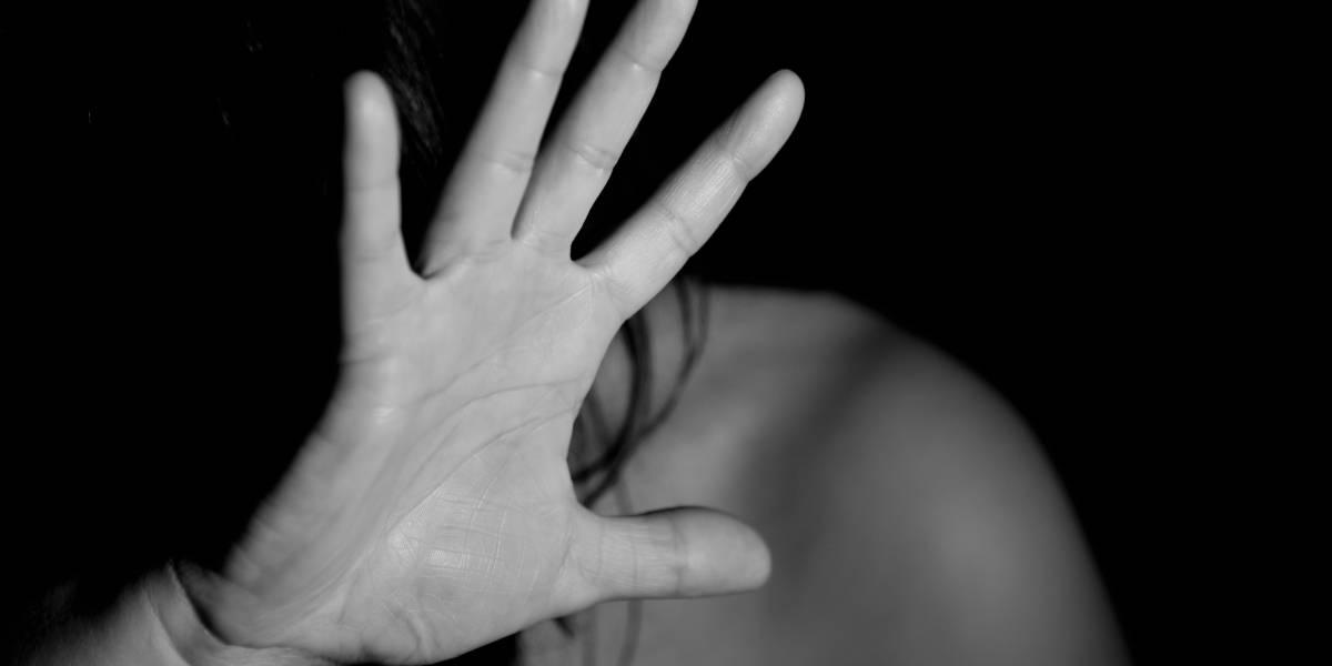 Se maltrato a sí misma y acusó a su esposo, pero un video la dejó en evidencia