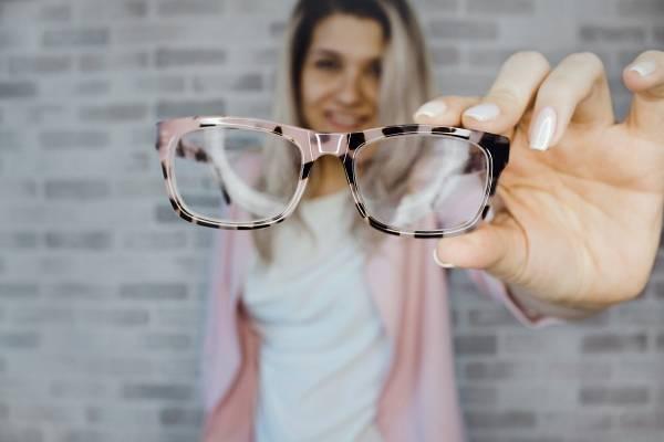 193e256367 ... adiós a los lentes! Crean gotas que corrigen la miopía e hipermetropía.  Corregir la miopía e hipermetropía, ahora podría ser mucho más sencillo.