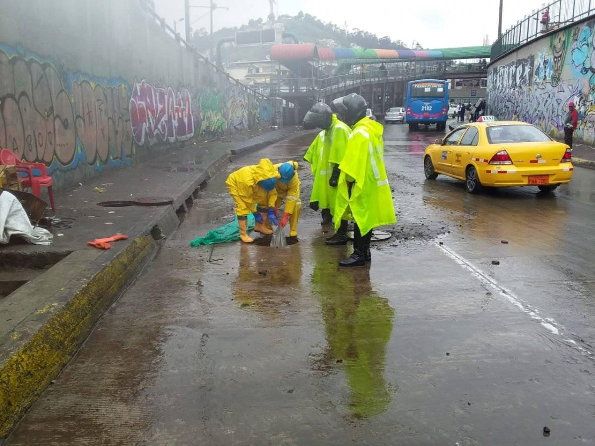 Encuentran basura en alcantarillado de Quito Cortesía