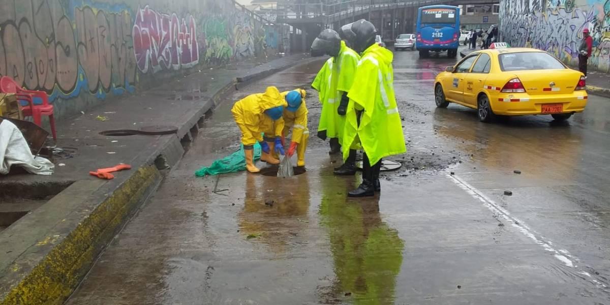 Lluvia en Quito: Tras la inundación encuentran plástico en la alcantarilla de San Roque