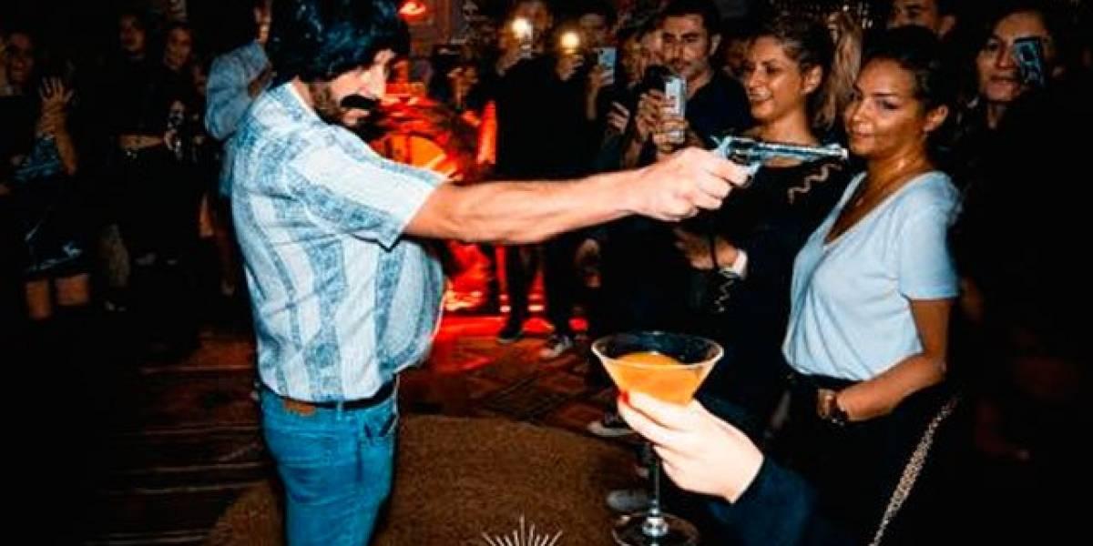 Bala, rituales y 'polvos mágicos'; lo que ofrecen en bar que rinde homenaje a Pablo Escobar en París