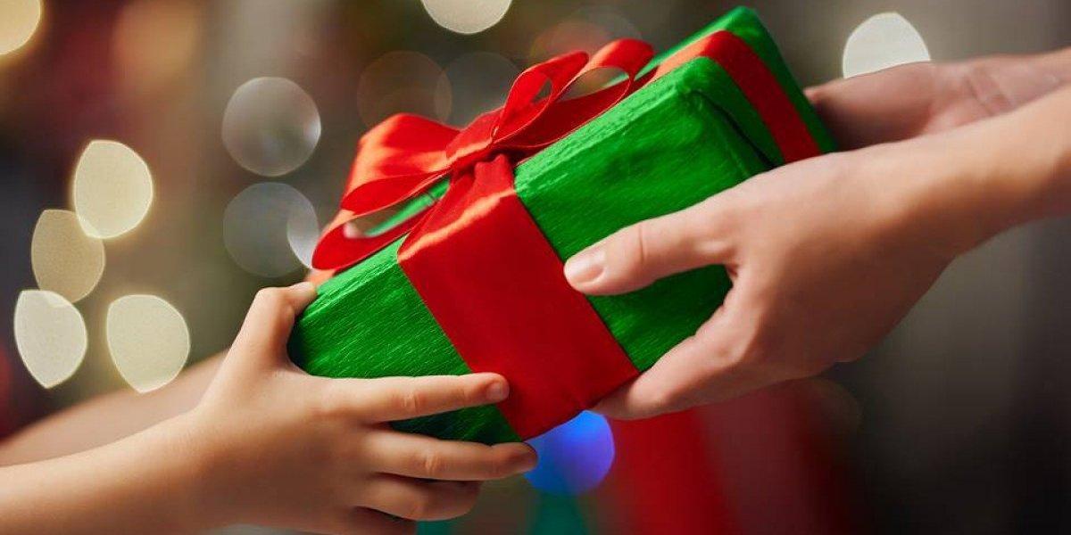 Puedes apadrinar con un regalo a niños y personas de la tercera edad