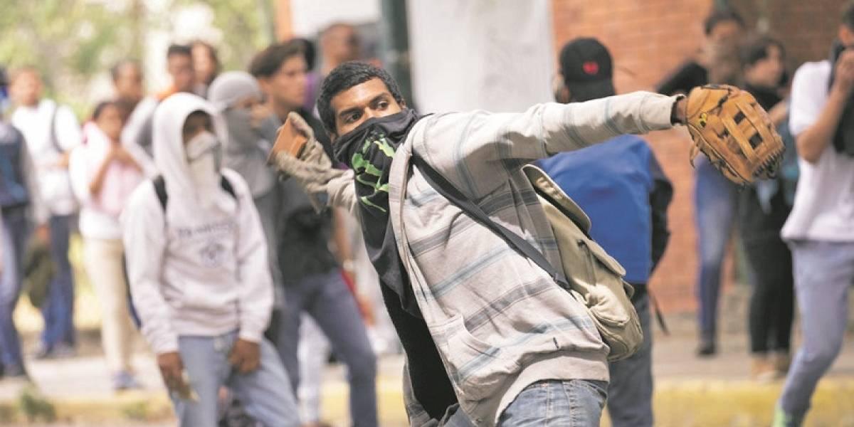 Nicolás Maduro ofrece 20 mil becas estudiantiles a jóvenes colombianos