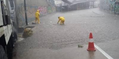 Granizo y acumulación de agua en el Centro de Quito