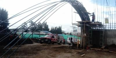 Quito: Dos heridos y un fallecido en accidente laboral en el sector de Carapungo