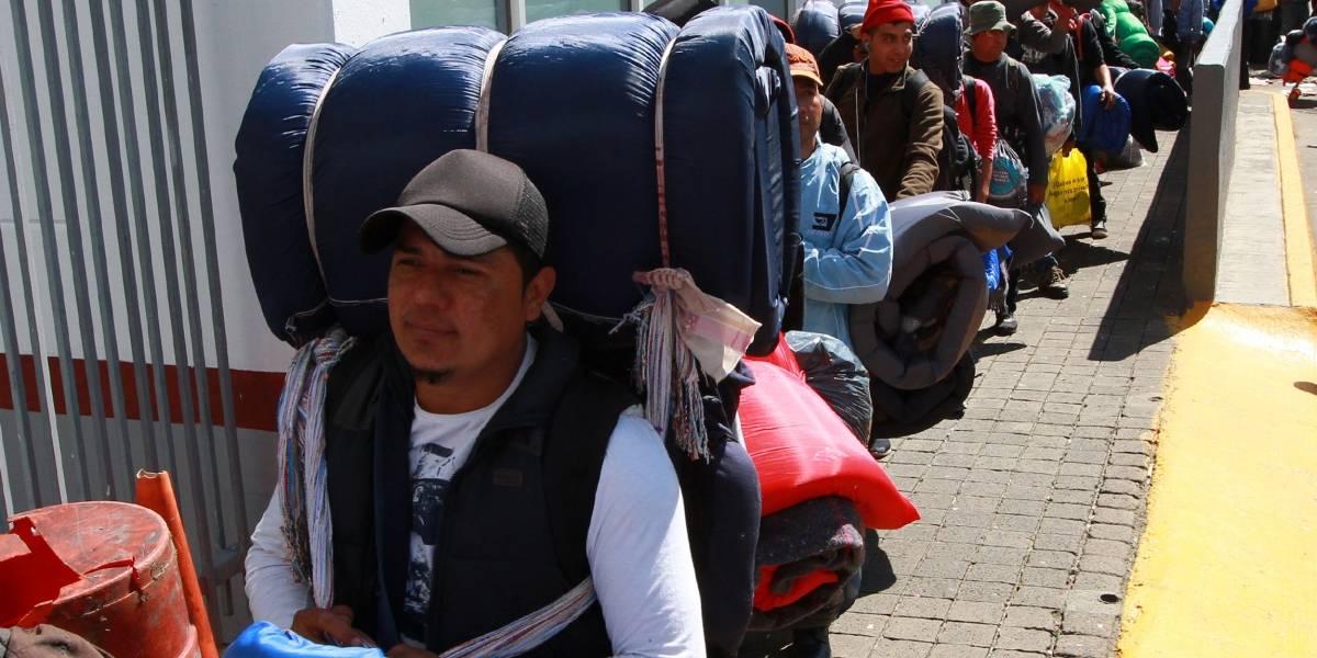 Olvidados y rezagados, migrantes de tercera caravana continúan en CDMX