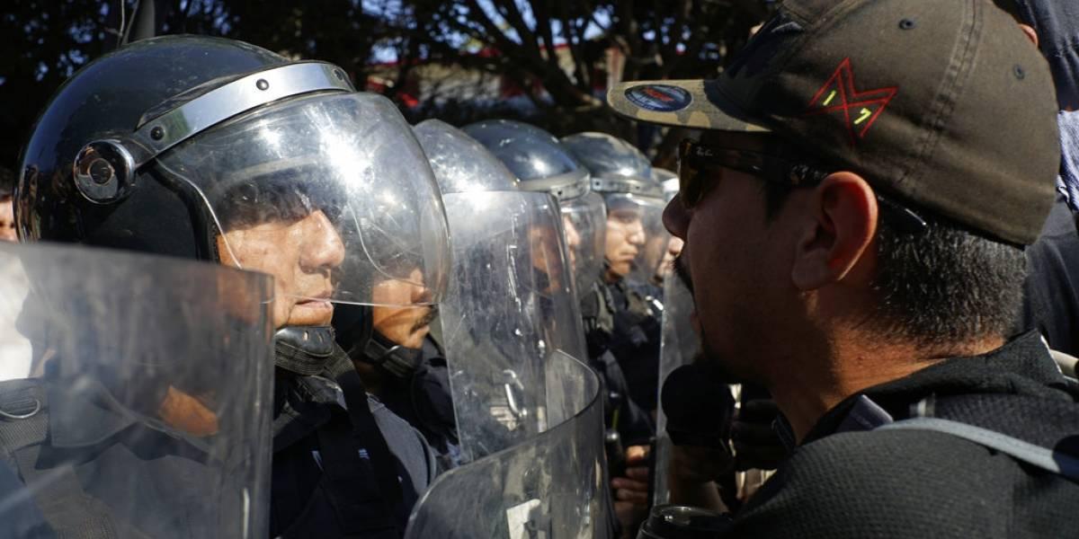 """""""No nos van a linchar"""": crece la tensión en la frontera  entre la caravana de migrantes y los soldados"""