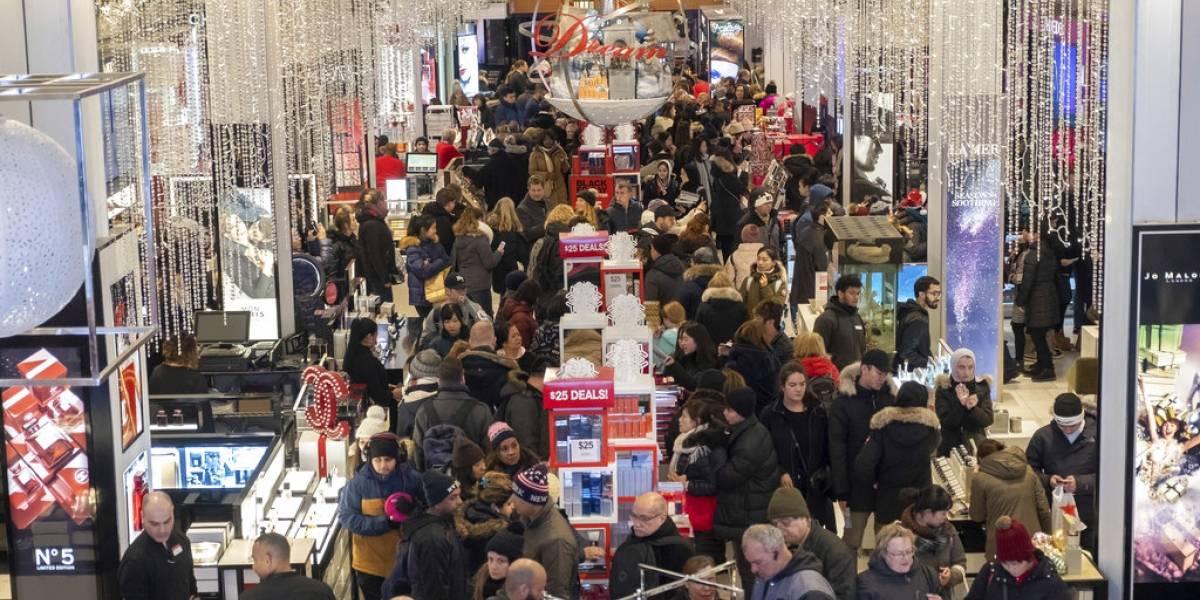 Acampando fuera de las tiendas y caravanas masivas: Comenzó la locura por las compras del Black Friday en Estados Unidos