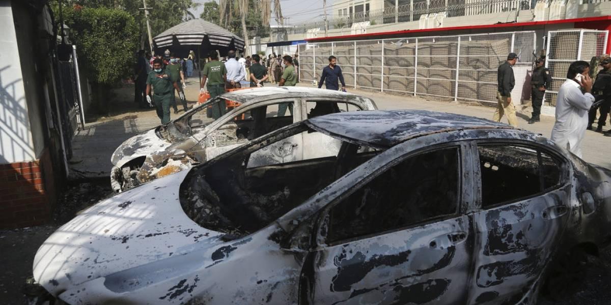 Doble atentado sacude a Pakistán: al menos 25 muertos deja ataque a mercado y al consulado de China en Karachi