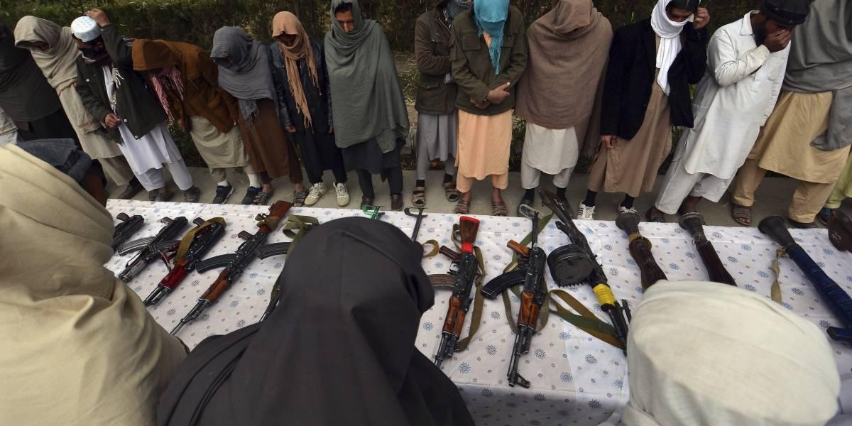 Explosión sacude mezquita en base militar afgana