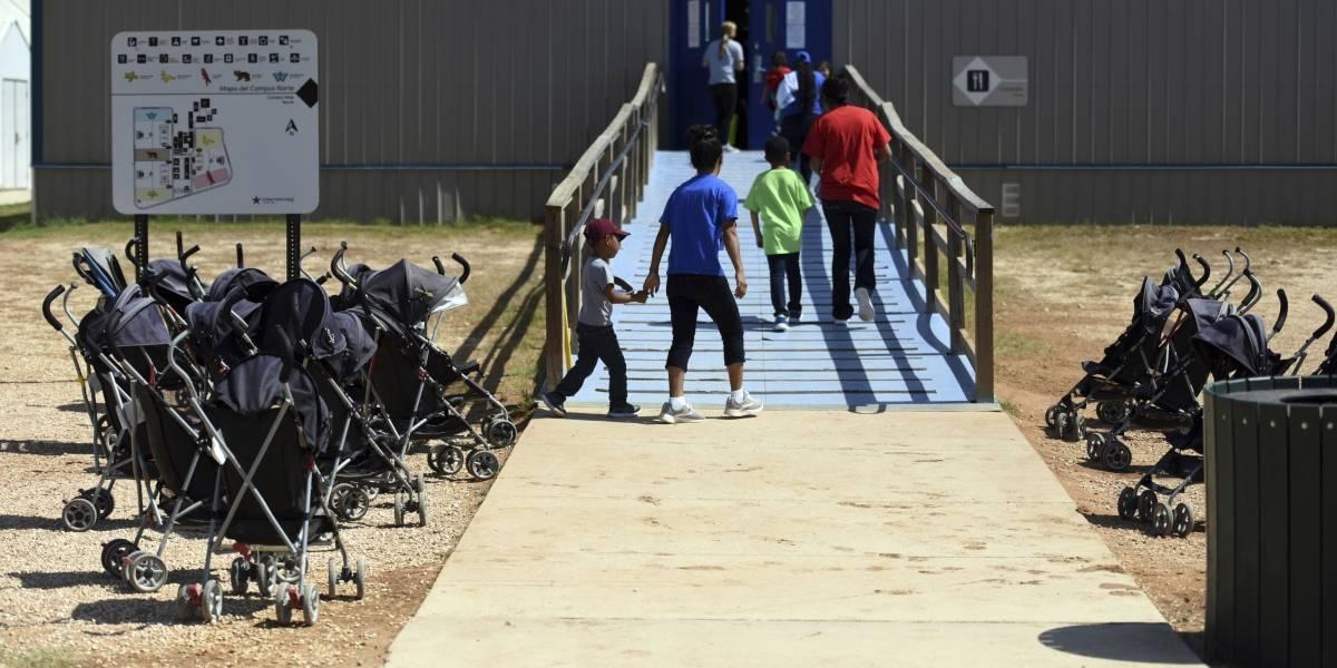Algunas familias separadas en EEUU siguen detenidas