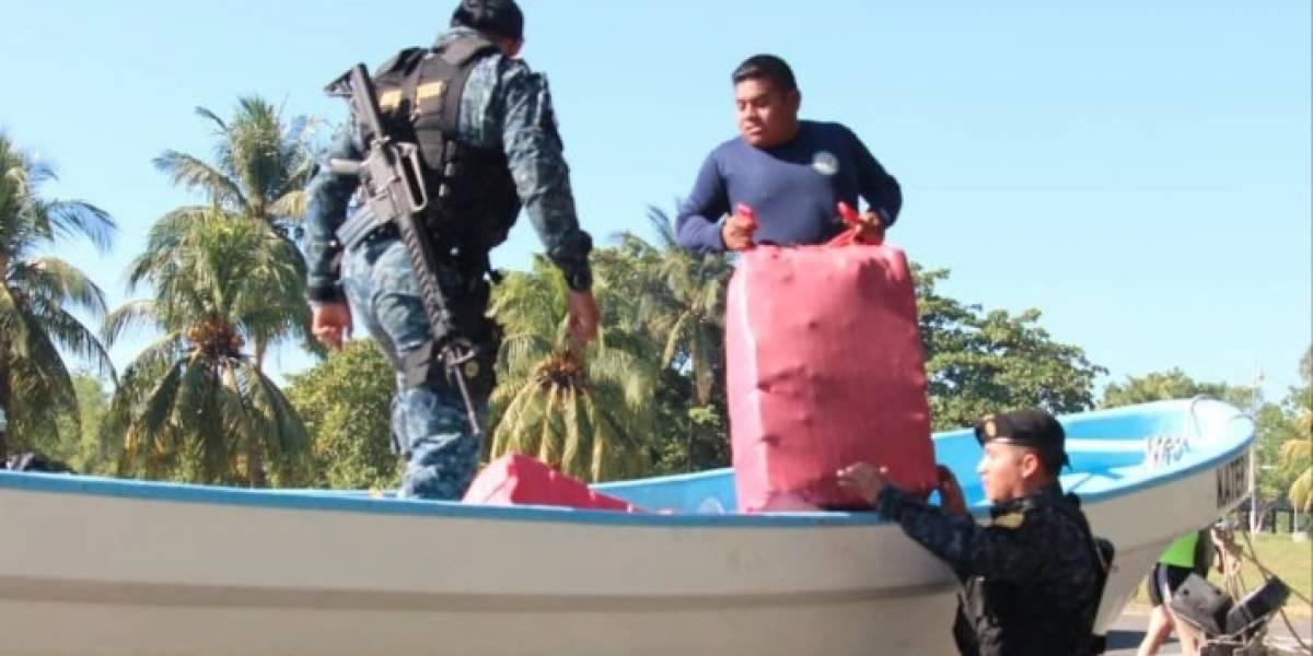 Decomisan media tonelada de cocaína en el Pacífico de Guatemala