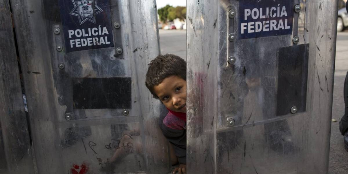 Alcalde de Tijuana declara crisis humanitaria por migrantes centroamericanos