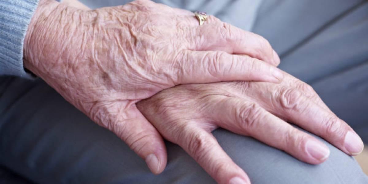 Matrimonio de 65 años superan juntos el coronavirus