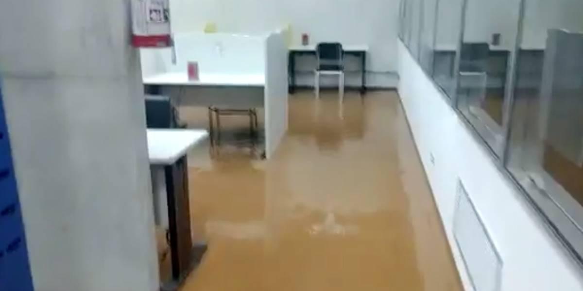 Biblioteca da UFABC fica alagada após forte chuva em Santo André