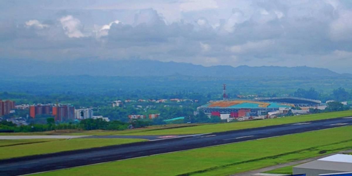 Cierran aeropuerto de Pereira por avión que se salió de la pista