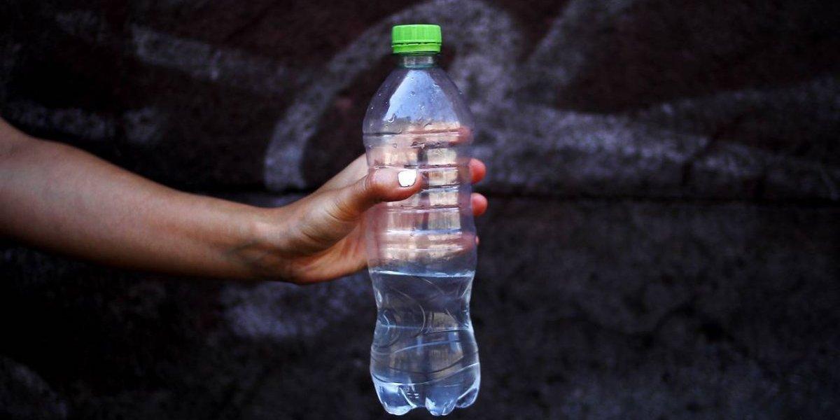¡Cuidado con el agua embotellada! Investigación detectó arsénico en tres marcas en Chile