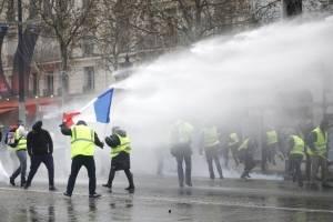 Manifestaciones en París por incremento en los combustibles