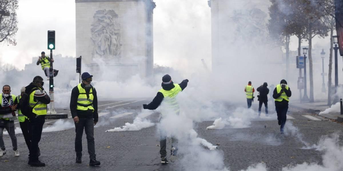 """Enfrentamientos en París durante protestas por """"gasolinazo"""""""