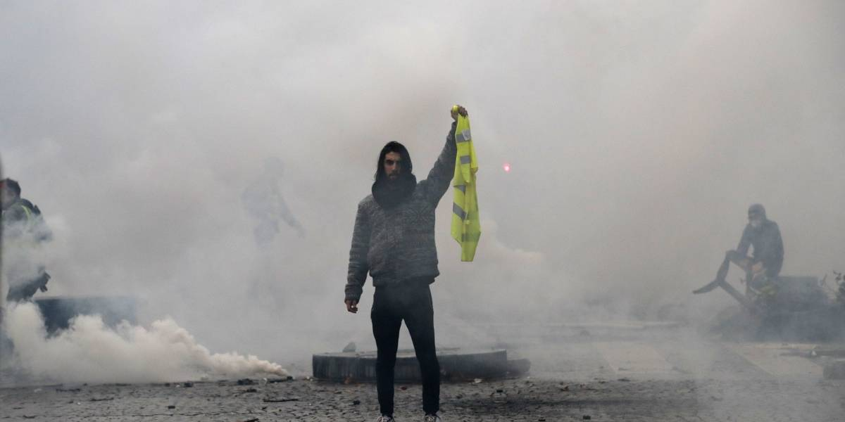 Manifestantes en Francia protestan crecientes impuestos a gasolina