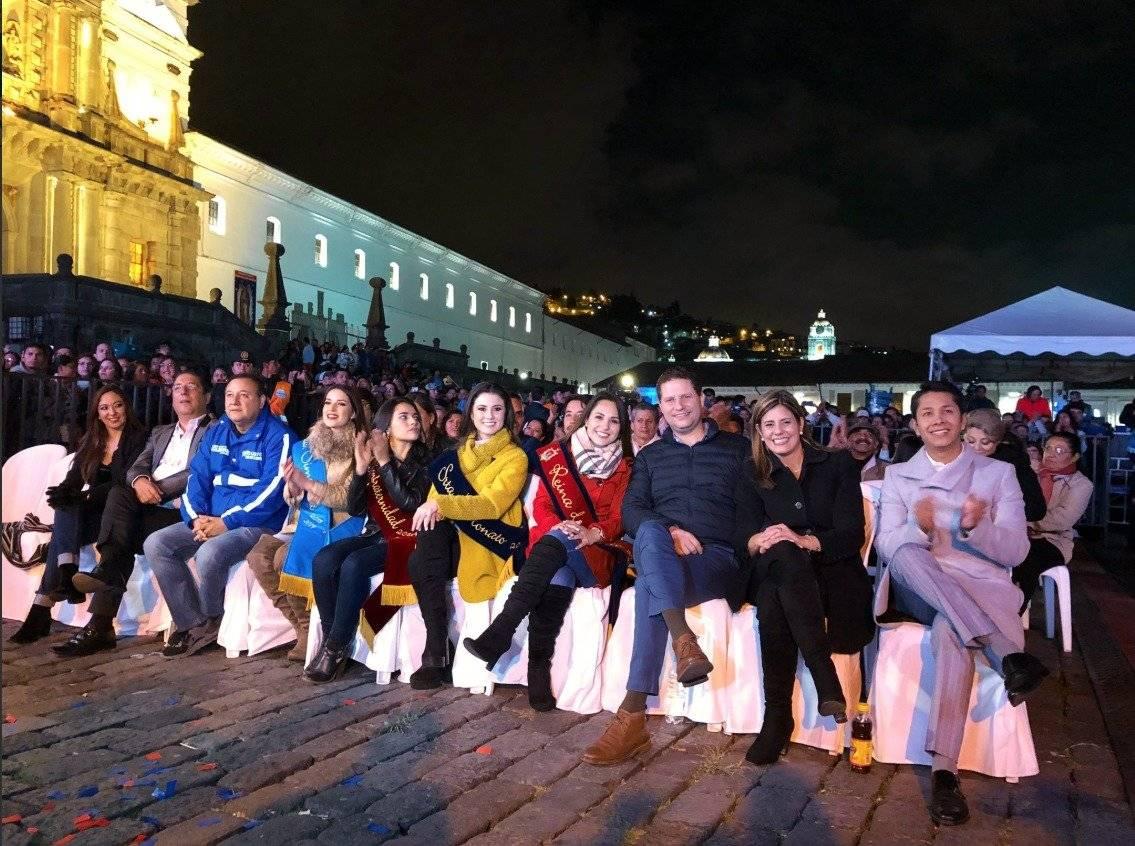 Plaza llena por el pregón de las Fiestas de Quito Mauricio Twitter