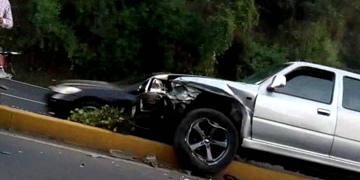 Accidente en San Cristóbal complica el ingreso a la ciudad por Las Charcas