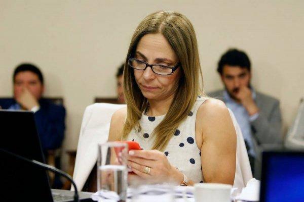 Acusan a la ministra de la Mujer de discriminar... ¡a una mujer!