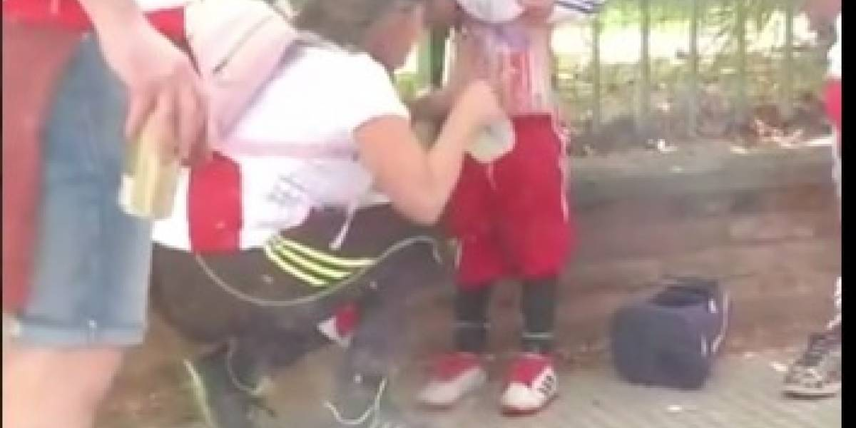 VIDEO: Le 'pegan begalas' a una niña para meterlas a la Final de Libertadores