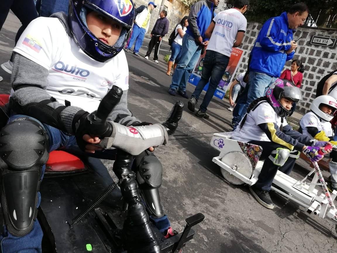 Así se vive la primera eliminatoria de coches de madera de niños Metro Ecuador