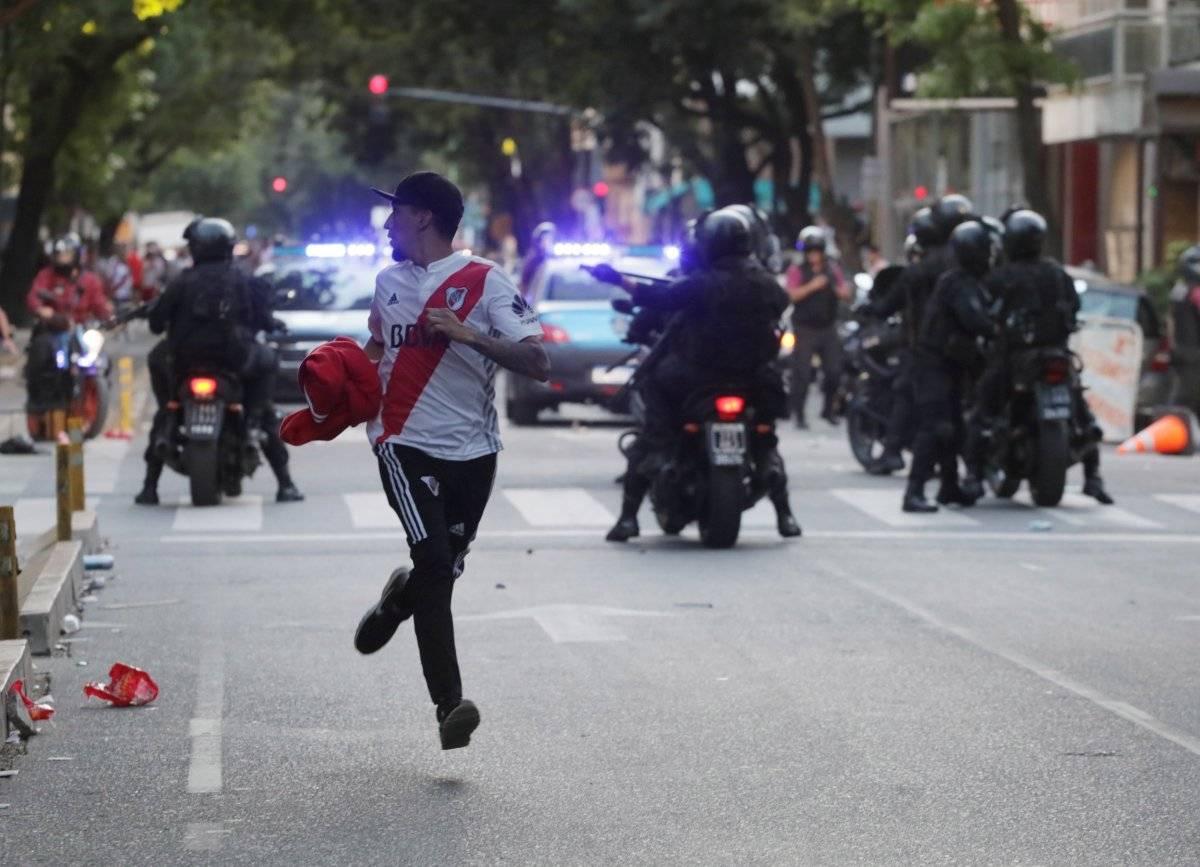 Correria nos arredores do estádio marcaram as ações policiais. REUTERS/ STRINGER