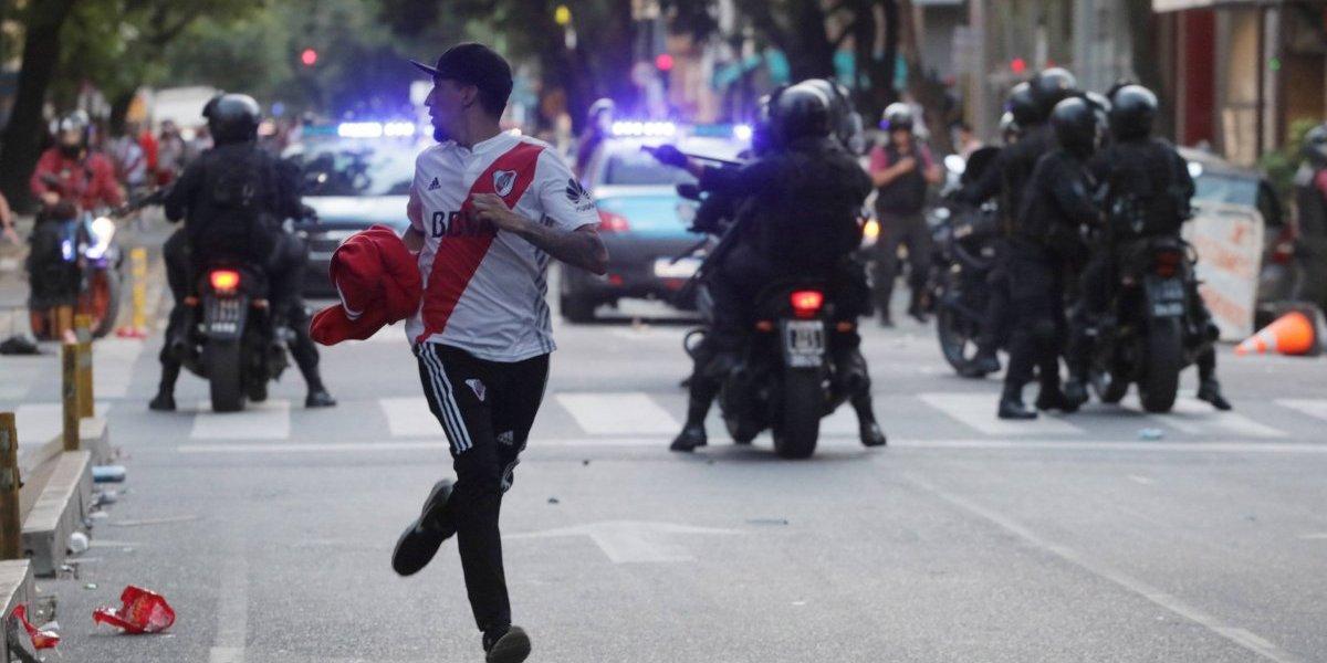 FOTOS: Veja as imagens que marcaram confusão com torcedores do River Plate