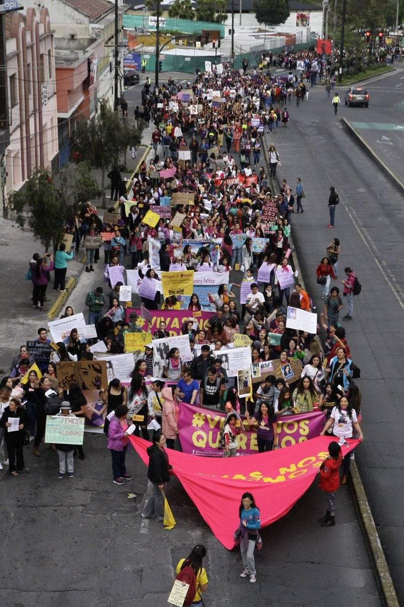 Ecuatorianos marcharon por el Día Internacional de la Eliminación de la Violencia contra la Mujer. API