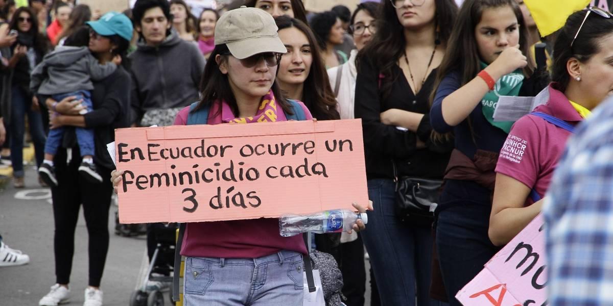 Ecuatorianos marcharon por el Día Internacional de la Eliminación de la Violencia contra la Mujer.