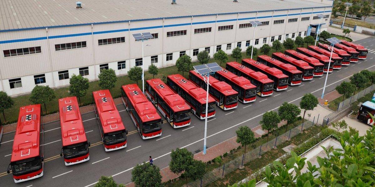 Mala suerte para las cámaras: 100 buses eléctricos del Transantiago no pudieron desembarcar frente a la prensa