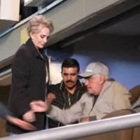 Vicente Fernández atento a su nieto