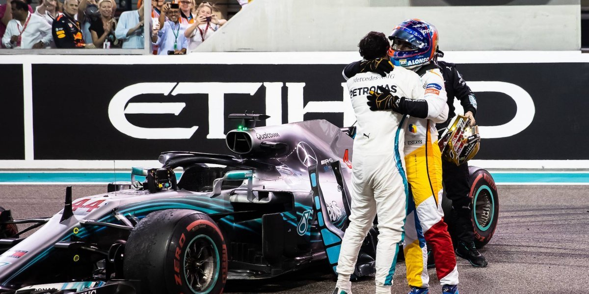 VIDEO: Hamilton y Vettel escoltan a Fernando Alonso en su despedida