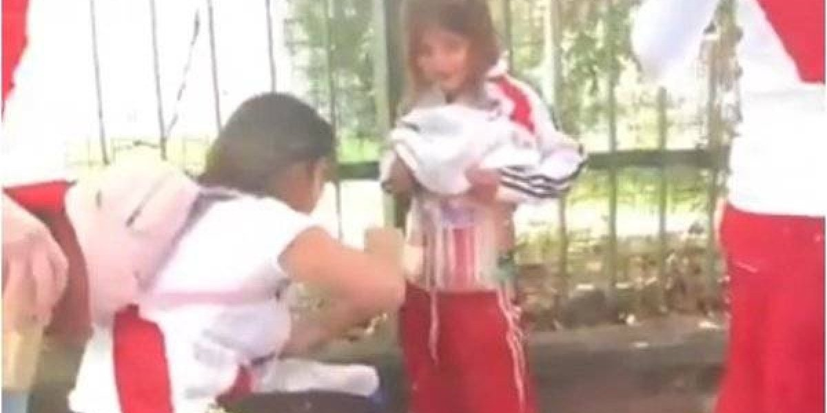Investigan a mujer que 'escondió' pirotecnia en el cuerpo de una niña en el Monumental
