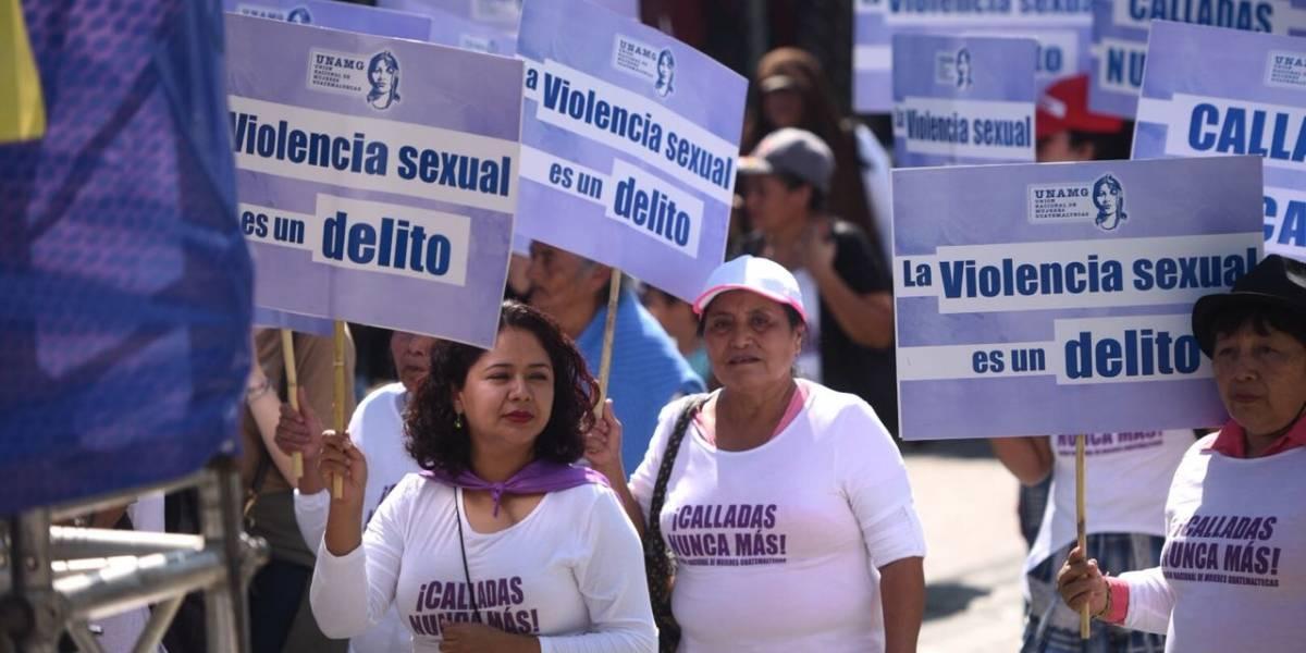 Realizan marcha por el Día Internacional de la Eliminación de la Violencia contra la Mujer