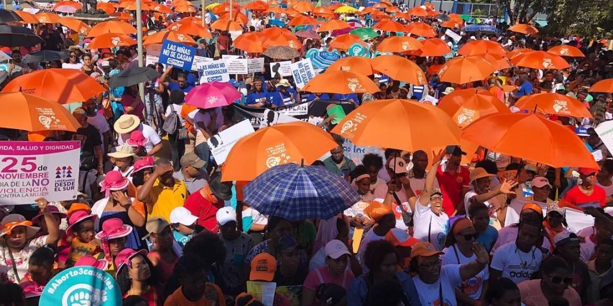 Miles de mujeres marchan en contra de la violencia machista
