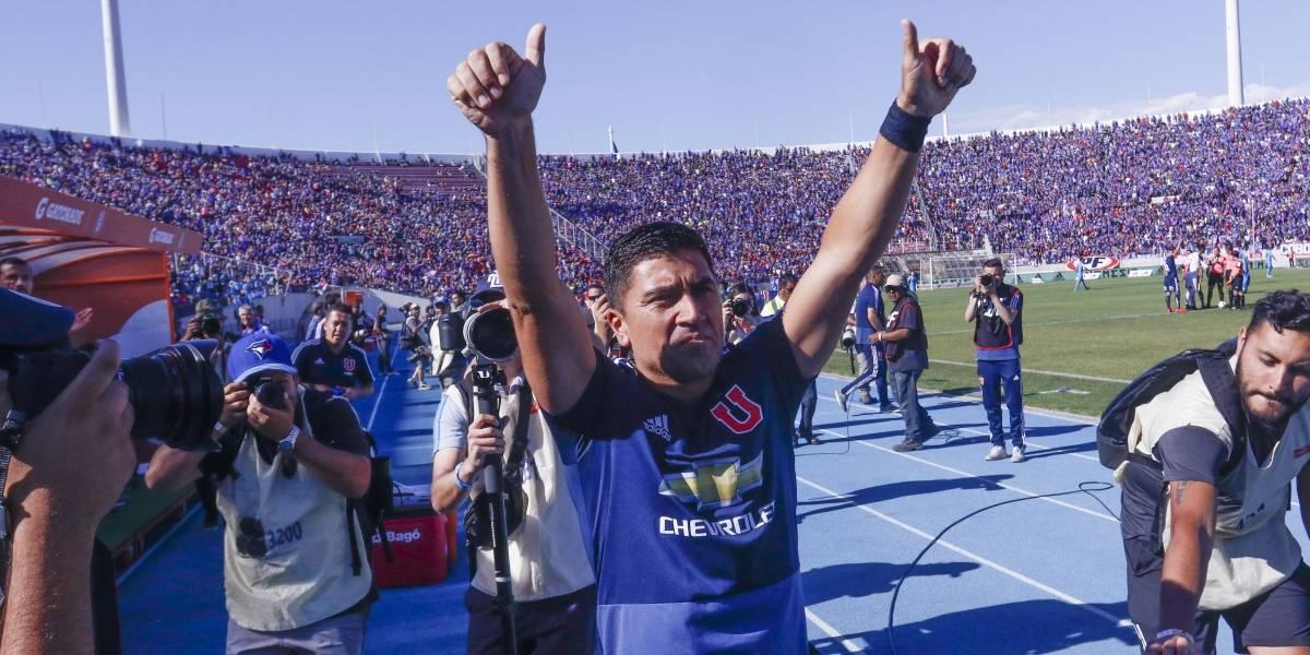 Un emocionado David Pizarro recibió homenaje de la U en su último partido en el Nacional