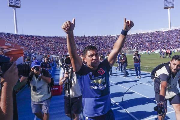 Pizarro se emocionó con el homenaje / imagen: Photosport