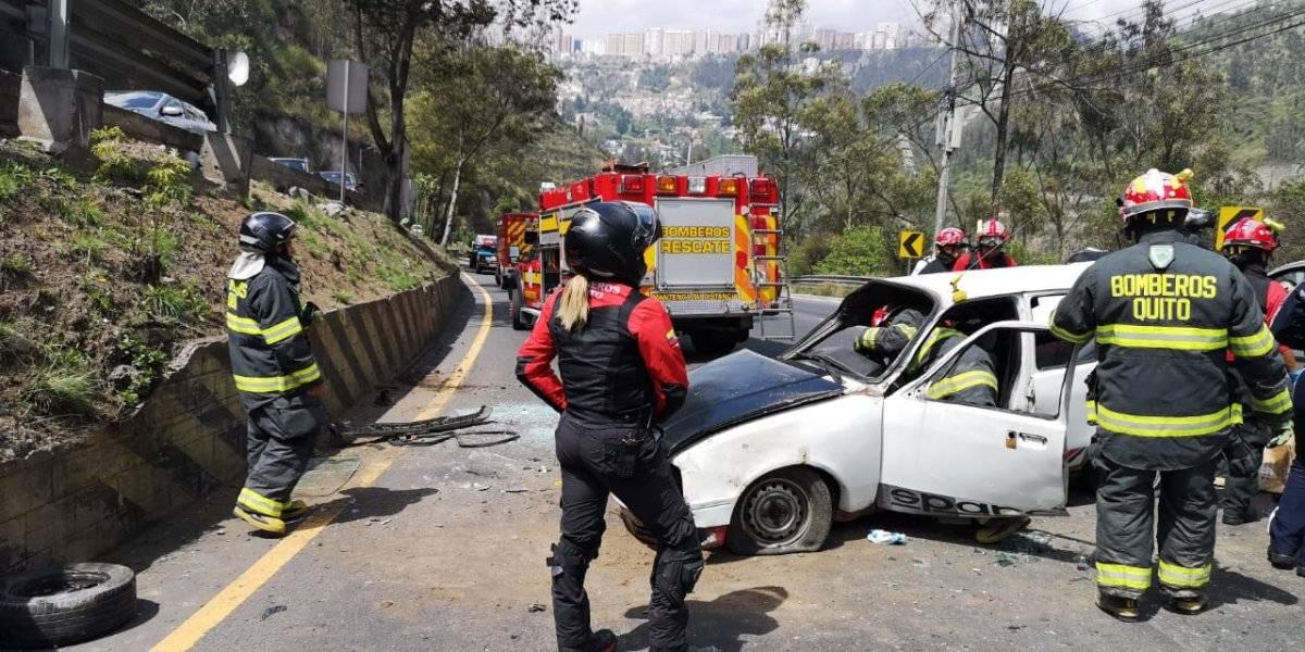 Una mujer falleció tras accidente de tránsito en la Simón Bolívar BOMBEROS QUITO
