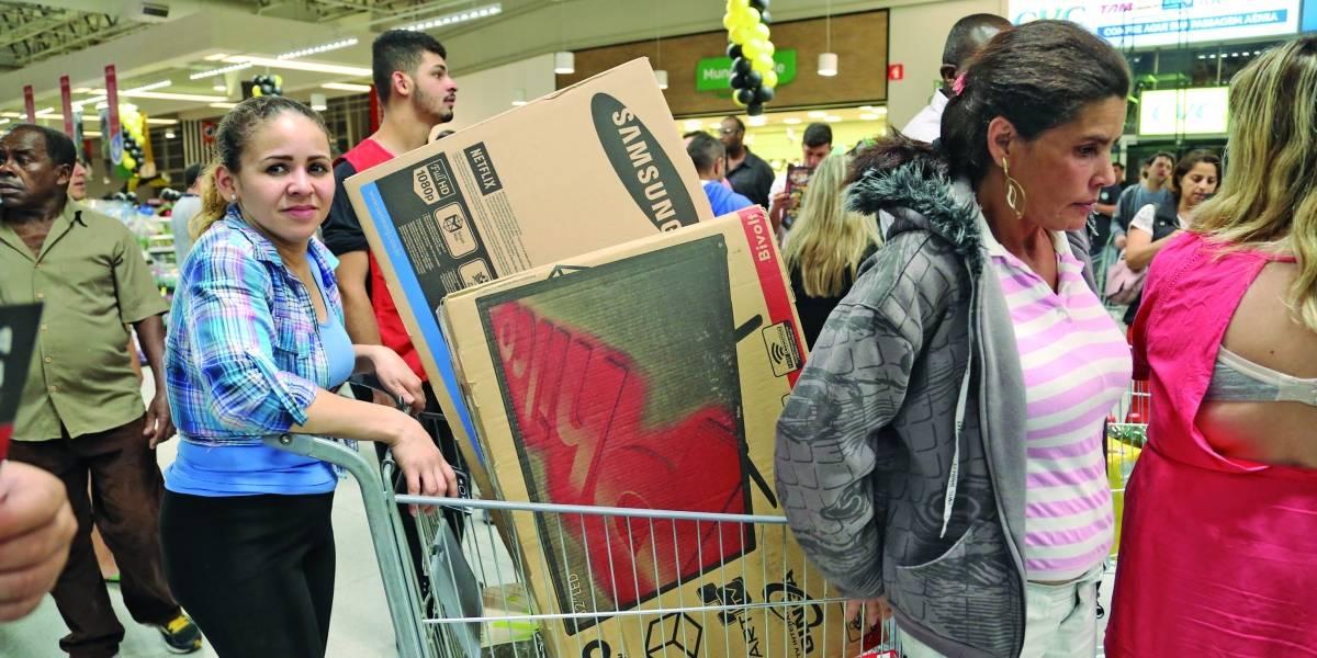 Procon-SP faz plantão  para atender consumidores na Black Friday