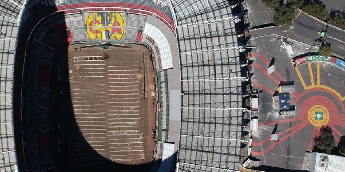 Vuelven a poner pasto híbrido en el Estadio Azteca